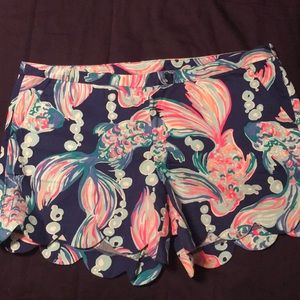 LILLY PULITZER SCALLOP SHORT SIZE 14
